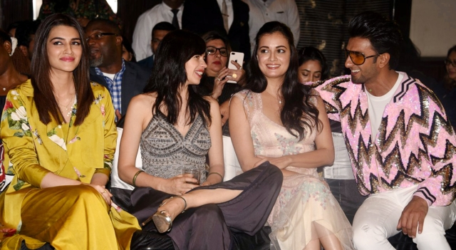 Ranveer gets chatty with Kalki as Dia looks on.