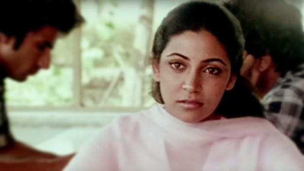 Deepti Naval in <i>Saath Saath.</i>