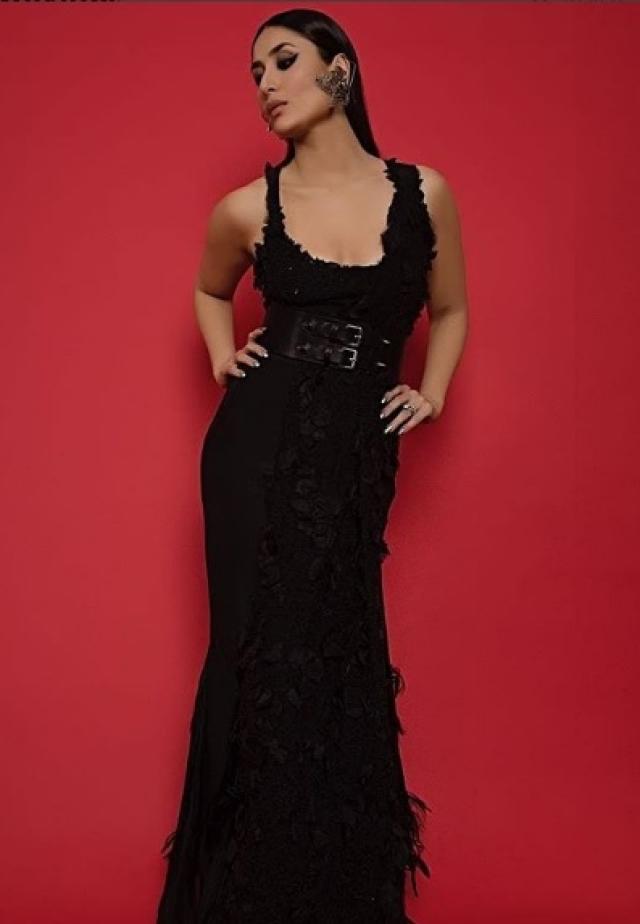 Kareena in an all-black ensemble.