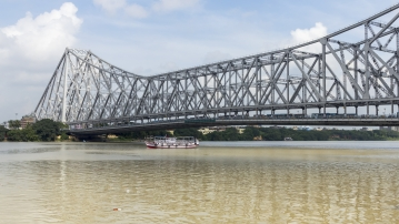 The iconic Howrah Bridge.