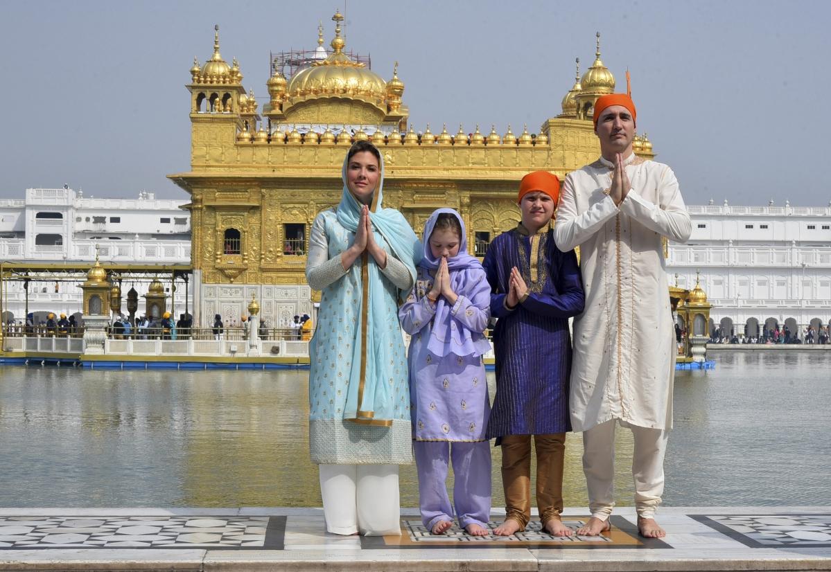 in photos: canada pm trudeau prays at golden temple, makes rotis