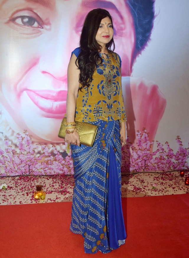 Alka Yagnik poses for the photographers.