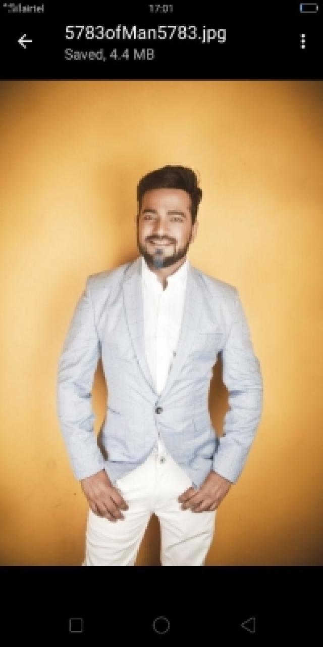 Actor Manish Giri
