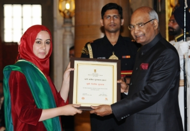 New Delhi: President Ram Nath Kovind presents Nari Shakti Puruskar for the year 2017 to Mehvish Mushtaq, Srinagar, during a programme organised on International Women's Day, at Rashtrapati Bhavan, in New Delhi on March 8, 2018. (Photo: IANS/PIB)