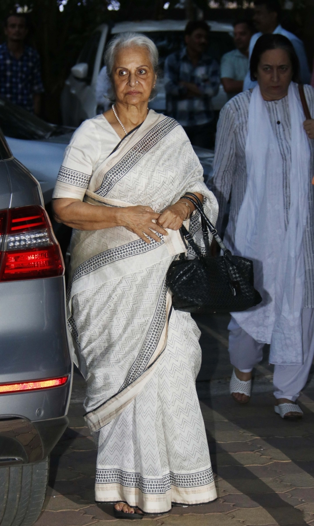 Waheeda Rehman came to attend the prayer ceremony.