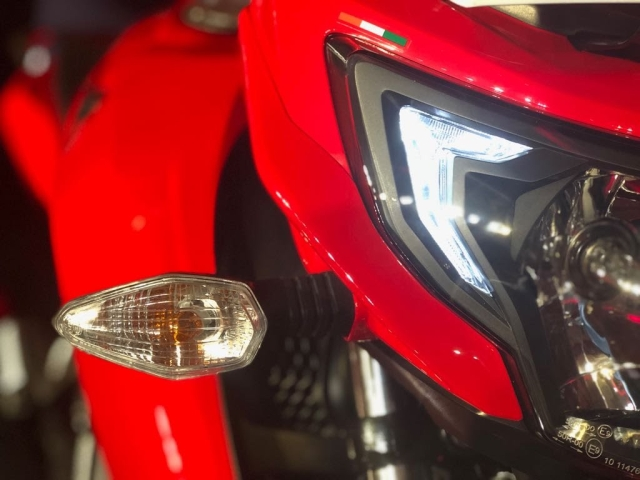 The turn indicators have been inspired from the Apache RTR 200