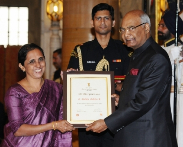 New Delhi: President Ram Nath Kovind presents Nari Shakti Puruskar for the year 2017 to Dr. Lizymol Philipose Pamadykandathil, Thiruvananthapuram during a programme organised on International Women's Day, at Rashtrapati Bhavan, in New Delhi on March 8, 2018. (Photo: IANS/PIB)
