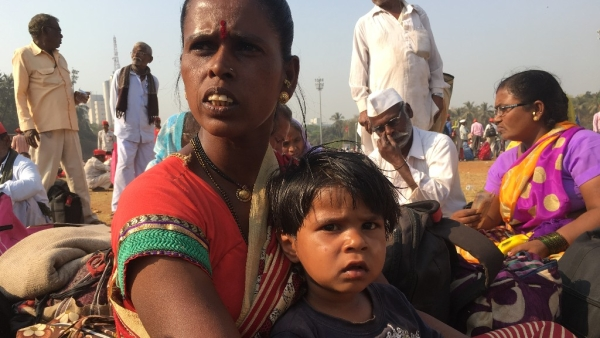 A woman protester carried her three-year-old and marched to Mumbai from Nashik.