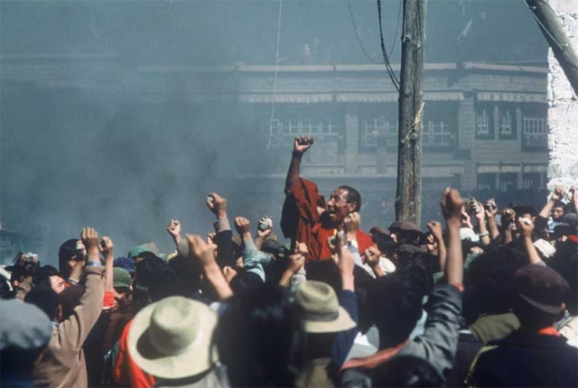 Tibetan monk Jampa Tenzin and protesters in Lhasa, Tibet in 1987