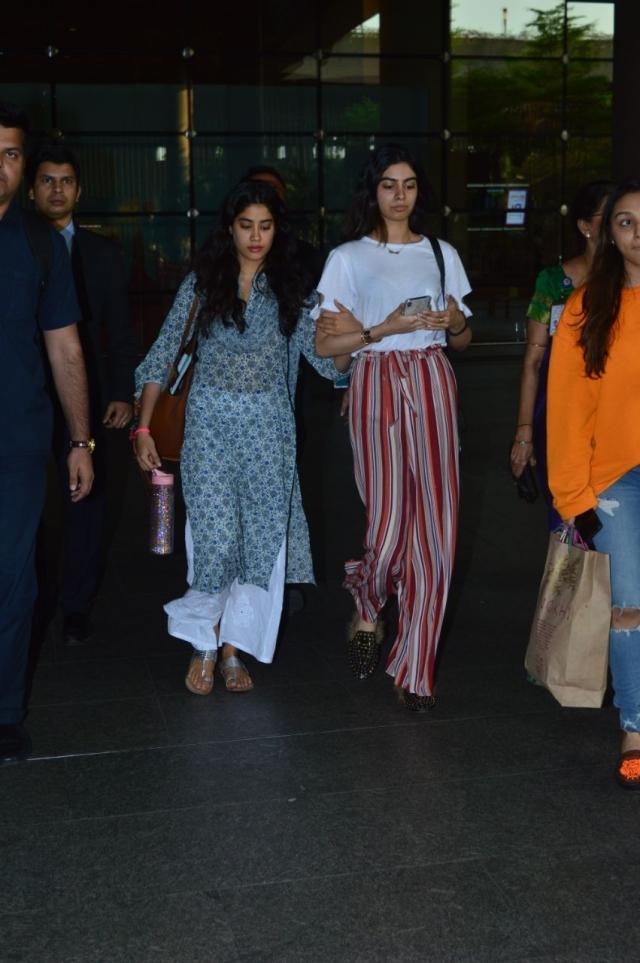 Janhvi & Khushi Kapoor look inseparable.