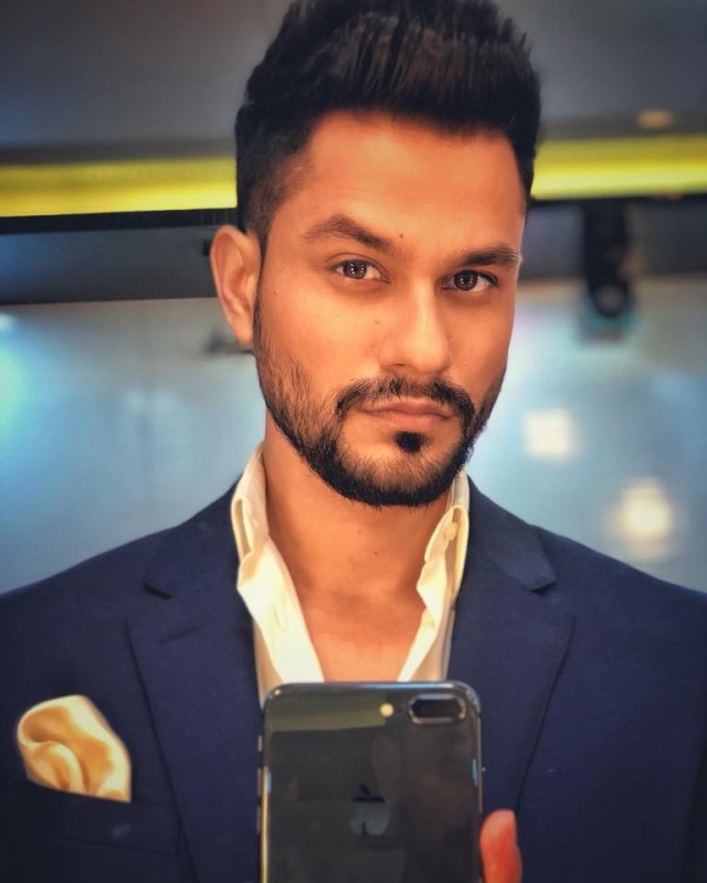 Actor Kunal  Khemu has been fined by Mumbai police.