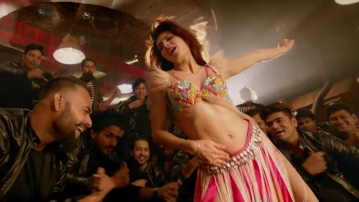 Jacqueline Fernandez performs as Mohini in the remake of <i>Ek Do Teen</i> from <i>Baaghi 2</i>.
