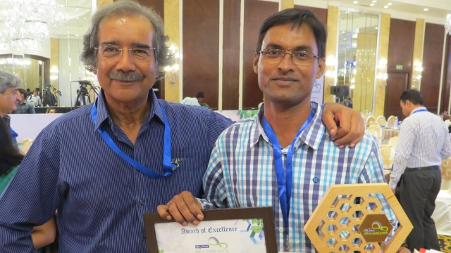 Rabindranath Sahu (R) receives an award for his efforts in wildlife conservation.