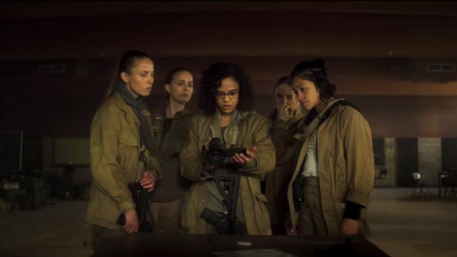 Natalie Portman, Jennifer Jason Leigh, Gina Rodriguez, Tessa Thompson, and Tuva Novotny in a still from <i>Annihilation</i>.
