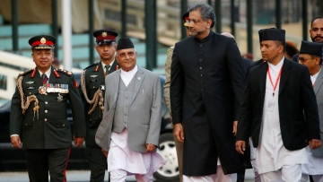 Nepal Prime Minister KP Oli (left) and Pakistan PM Shahid Khaqan Abbasi (right)