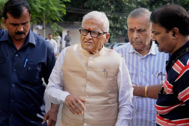 Former Bihar CM Jagannath Mishra at Ranchi court, after his acquittal.