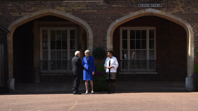 PM Modi being received by Theresa May for the Commonwealth Heads of Government Meet.