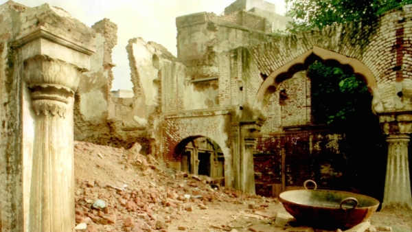 The Haksar Haveli, photographed in August 1989 for the book 'Mansions of Dusk - The Havelis of Old Delhi', co-authored by Pavan K Varma and Sondeep Shankar, published in 1992.