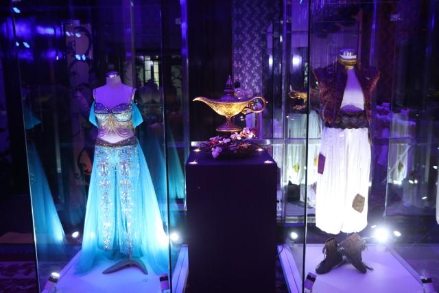 The costumes of Jasmine and Aladdin.