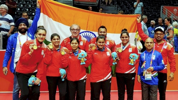 Indian Women's table tennis team with their gold medal at the  Commonwealth Games.