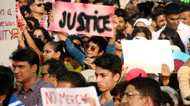 Kiran Rao a placard which says 'justice'at the protest.