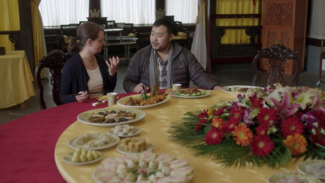 Dave Chang dines at a resturant in China in Netflix's<i>Ugly Delicious. </i>