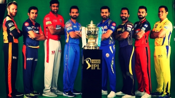 Captains pose with the IPL 2018 Trophy.