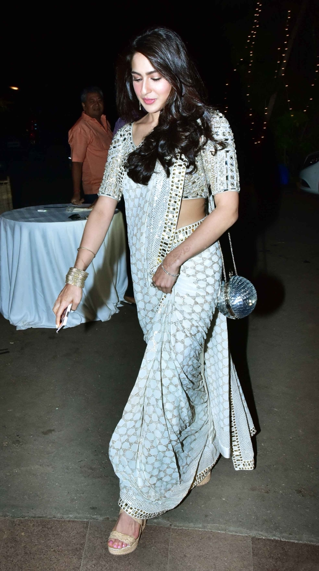 Sara Ali Khan arrives at te wedding in a white saree.