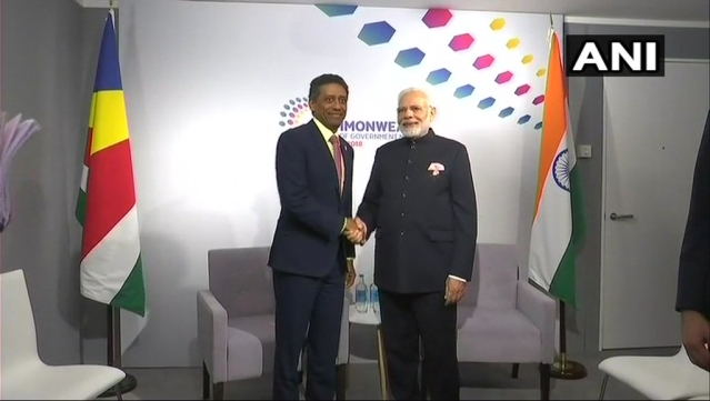 PM Modi and President of Seychelles meet at the sidelines of CHOGM.