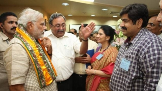 Amit Bhatnagar (right) with PM Narendra Modi (left) and BJP leader Saurabh Patel (centre).