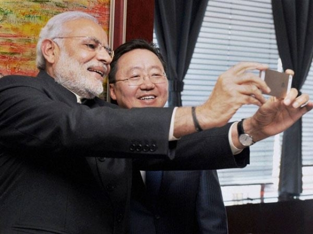 Indian Prime Minister Modi with Mongolian Premier Tsakhiagiin Elbegdorj taking a selfie with his iPhone 5s.