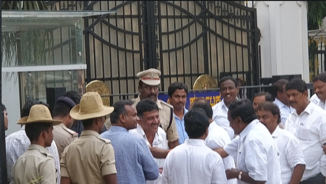 Congress leaders DK Shivakumar and Priyank Kharge reach Raj Bhavan