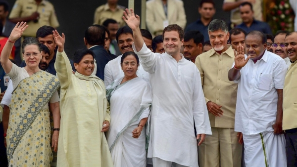 Karnataka Chief Minister HD Kumaraswamy, Andhra Pradesh CM N Chandrababu Naidu, AICC President Rahul Gandhi, West Bengal CM Mamata Banerjee, Bahujan Samaj Party (BSP) leader Mayawati and Congress leader Sonia Gandhi (right to left).