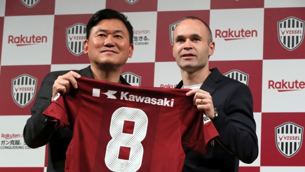 Iniesta signs his contract with Japanese club Vissel Kobe.