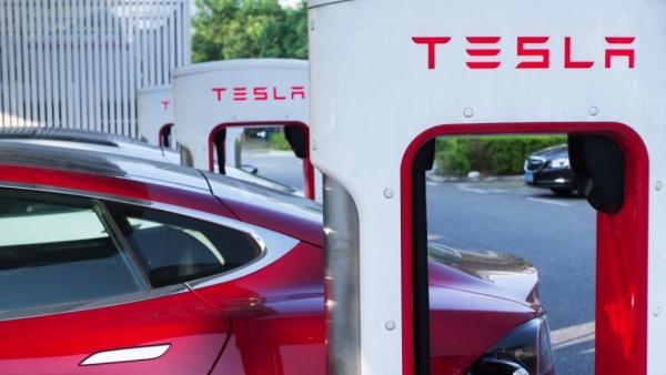 Porsche & BMW Make Electric Car Chargers Faster Than Tesla's