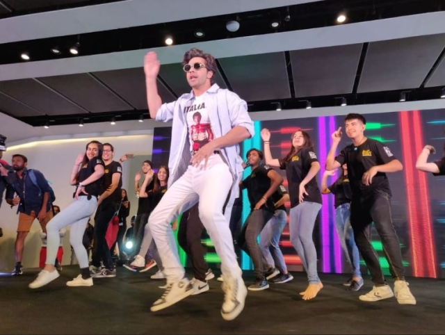 Varun Dhawan can dance anywhere for his fans and that's exactly what he is doing.