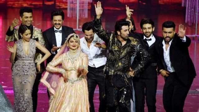 Younger Bollwood stars joined Rekha on stage at the end of her performance.