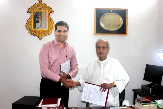 Former President Pranab Mukherjee with Kapish Mehra, Managing Director, Rupa Publications