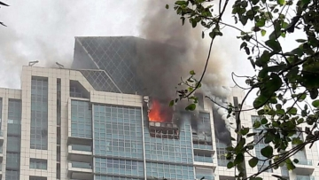 Around 95 residents were evacuated after a major fire broke out on the 32nd and 33nd floors of BeauMonde, a plush highrise in Prabhadevi. (Photo Courtesy: Facebook)