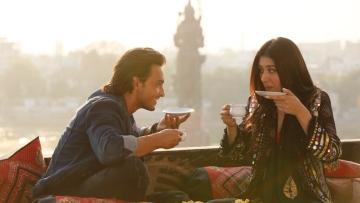 Aayush Sharma and Warina Hussain in a new still from <i>Loveratri</i>.