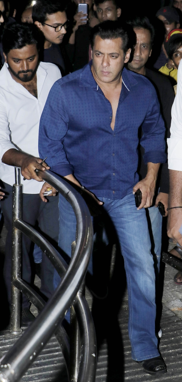 Salman Khan looks all serious as he arrives for the <i>Race 3 </i>show.