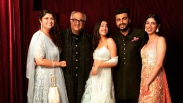 Janhvi, Anshula, Boney, Arjun and Khushi Kapoor at Sonam Kapoor's reception.