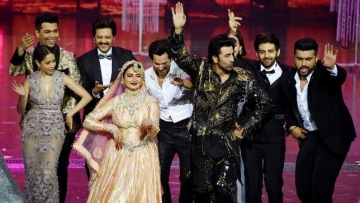 Younger stars show their love, respect and awe for veteran actor Rekha on stage after her performance at the 2018 IIFA Awards.