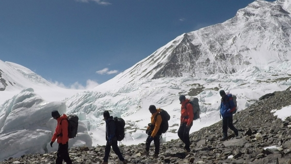Team members of 'Mission Shaurya' scale the Everest.