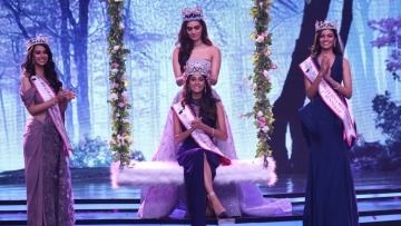 Manushi Chhillar crowns Anukreethy Vas at the Miss India event in Mumbai.