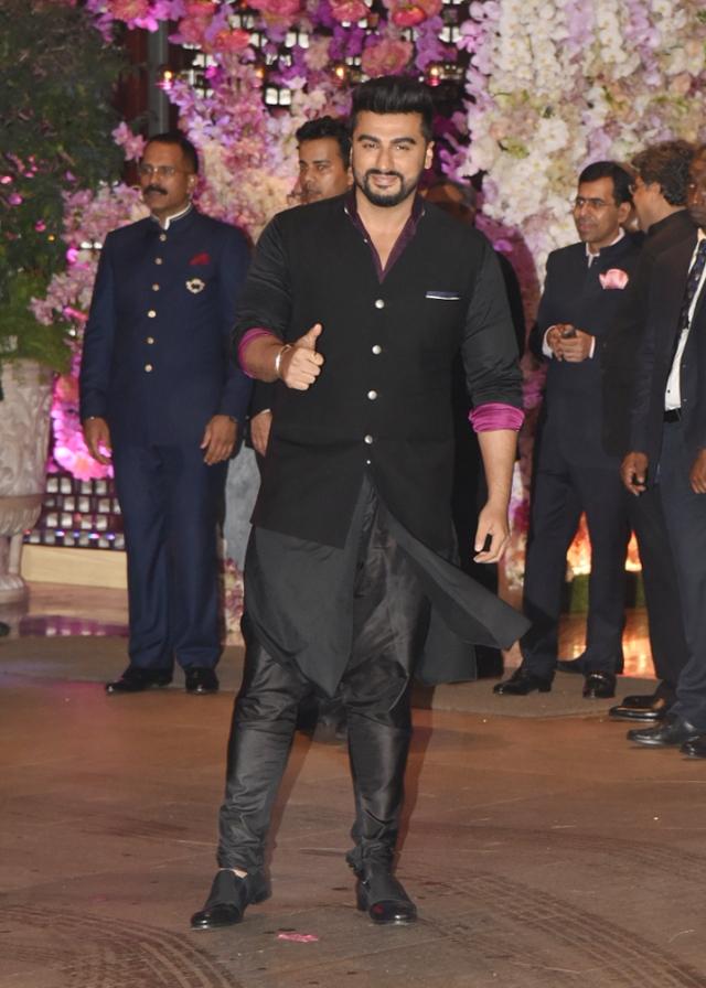 Arjun Kapoor looked dapper in black.