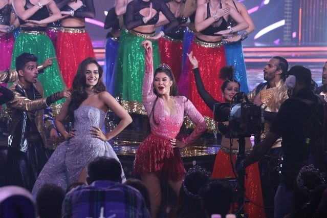 Manushi Chhillar shakes a leg with Jacqueline Fernandez at the Miss India event.