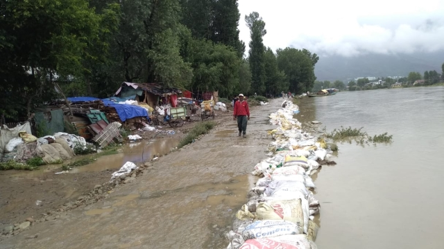 The overflowing Jhelum.
