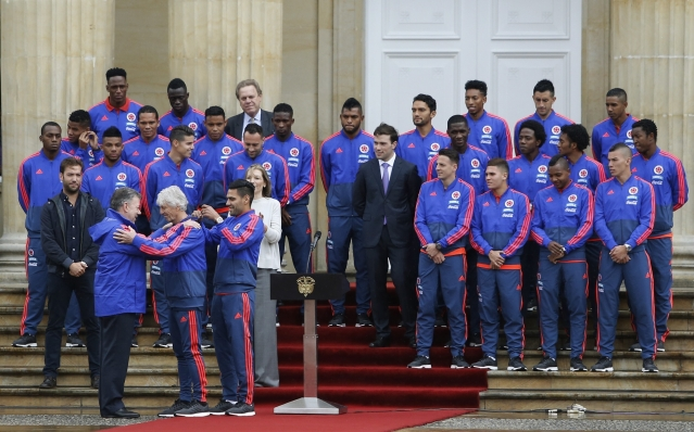 Colombia's President Juan Manuel Santos, front row left, awards the Cross of Boyaca to national soccer team coach Jose Peterman, front row second left, during a ceremony outside the presidential palace in which the team was presented with the nation's flag, in Bogota, Colombia on 24 May 2018.