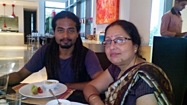 Das and his mother, Radhika.